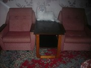 Недорого- комплект кресла и столик